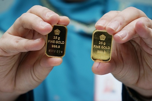 https: img.okezone.com content 2020 02 05 320 2163520 harga-emas-antam-turun-rp7-000-per-gram-dM2oqFJzyt.jpg