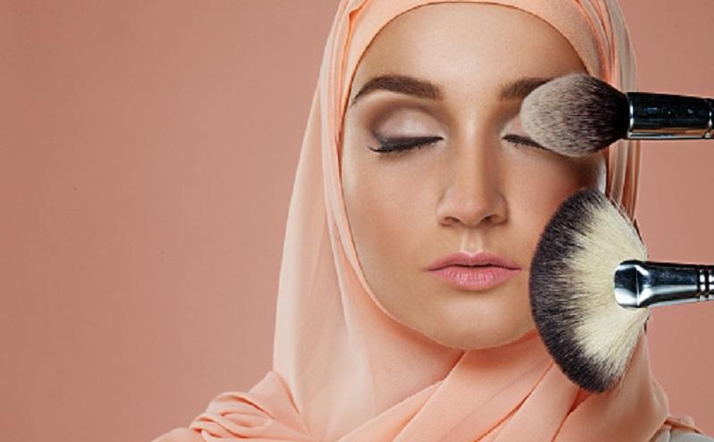 https: img.okezone.com content 2020 02 05 330 2163940 apakah-makeup-termasuk-nafkah-wajib-kepada-istri-Bdsccfe5U7.jpg