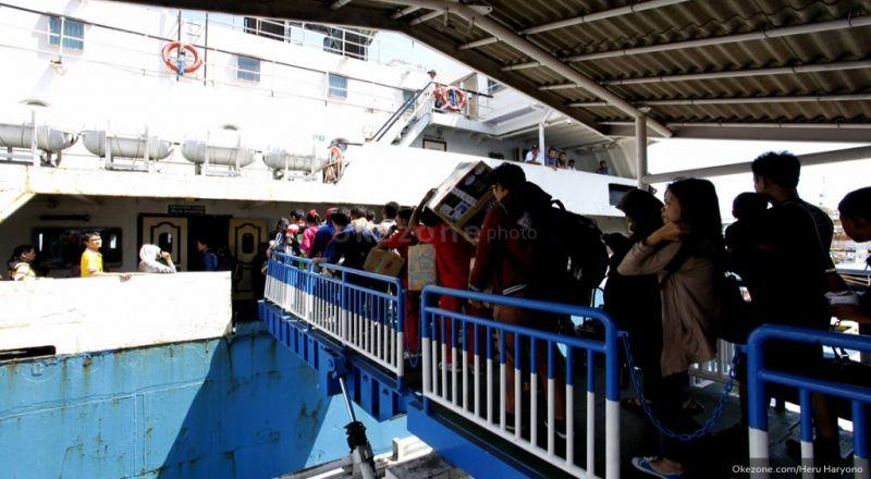 https: img.okezone.com content 2020 02 06 320 2164277 ada-kapal-penyeberangan-indonesia-timor-leste-apa-manfaatnya-buat-ri-9EatXsdSCd.jpg