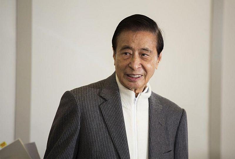 https: img.okezone.com content 2020 02 06 320 2164289 2-kakek-ini-bersaing-jadi-miliarder-terkaya-di-hong-kong-siapa-juaranya-wAYTqYCxHp.jpg