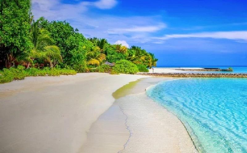https: img.okezone.com content 2020 02 06 406 2164238 eksotis-ini-keindahan-tersembunyi-pantai-tar-alam-yang-wajib-kamu-saksikan-F5kPO8VB0N.jpg