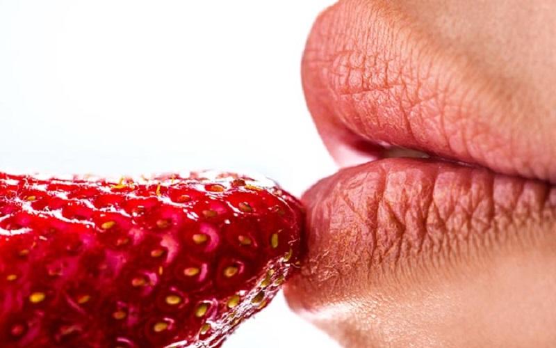https: img.okezone.com content 2020 02 06 481 2164205 ini-cara-mudah-merawat-bibir-agar-tampak-merah-muda-PLRNngFQVJ.jpg