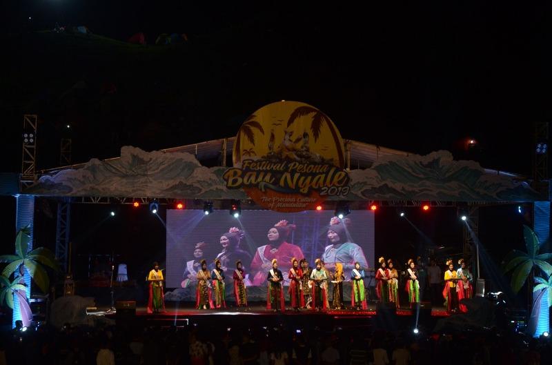 https: img.okezone.com content 2020 02 07 12 2165213 festival-pesona-bau-nyale-2020-tawarkan-paket-wisata-istimewa-TRiNWWUVkv.jpeg