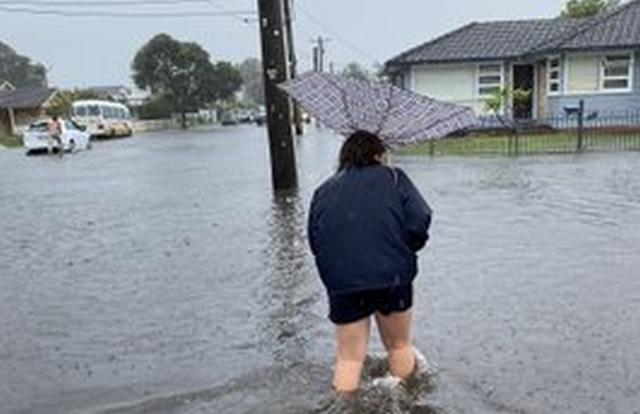 https: img.okezone.com content 2020 02 07 18 2164854 banjir-rendam-sydney-australia-warga-kantor-saya-seperti-pulau-JHA4ZJooum.jpg