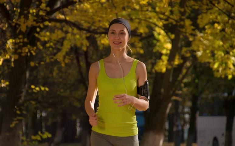 https: img.okezone.com content 2020 02 07 481 2165174 rekomendasi-olahraga-bagi-penderita-kanker-terbukti-secara-ilmiah-HmhHWLNXqF.jpg