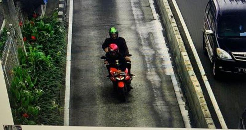https: img.okezone.com content 2020 02 07 53 2164759 sadar-lakukan-pelanggaran-bikers-ini-tutup-plat-nomor-hindari-e-tle-iRnMMqU0FX.jpg