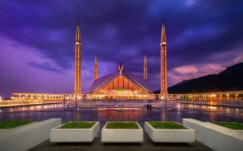 https: img.okezone.com content 2020 02 07 615 2164797 indahnya-masjid-faisal-yang-arsitekturnya-terinspirasi-dari-tenda-badui-BvuYO6cDz7.jpg