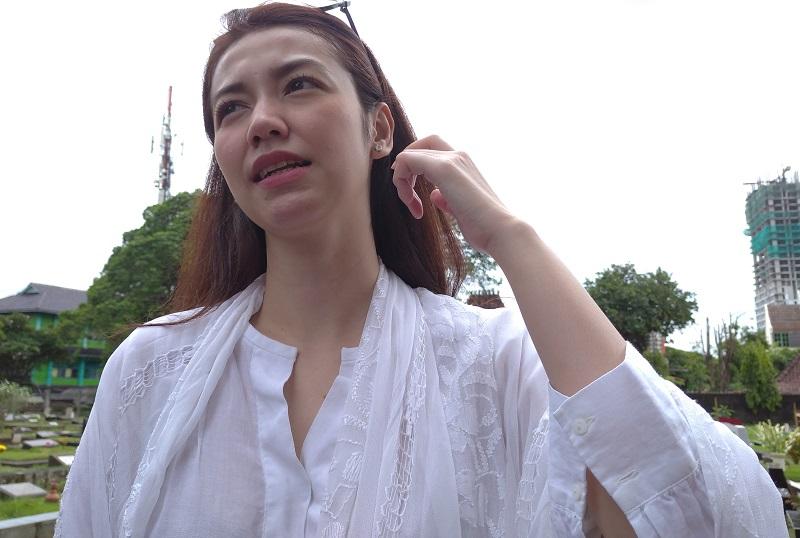 https: img.okezone.com content 2020 02 09 33 2165747 velove-vexia-ungkap-perjuangan-damayanti-noor-sebagai-istri-chrisye-0bvJ4RO8U0.jpg