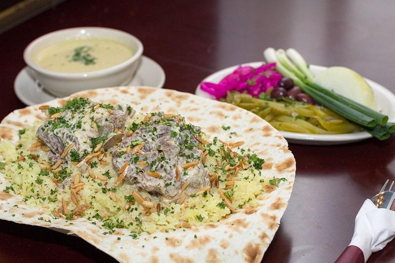 https: img.okezone.com content 2020 02 09 615 2165619 4-masakan-khas-yordania-pemanja-lidah-yang-wajib-dicicipi-pencinta-kuliner-halal-dmhavL16nI.jpg