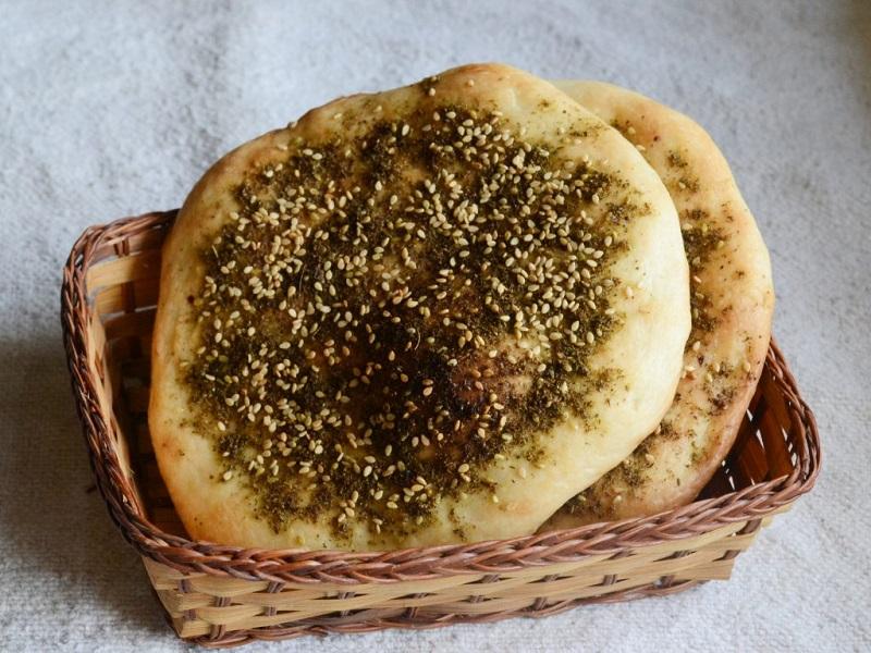 https: img.okezone.com content 2020 02 09 615 2165624 kuliner-khas-yordania-yang-setiap-gigitannya-bikin-lidah-ketagihan-U9JRmByUKL.jpg