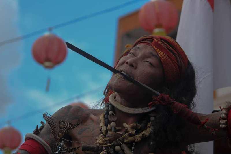 https: img.okezone.com content 2020 02 10 12 2166403 budaya-dayak-akan-ditampilkan-saat-festival-dayak-meratus-2020-99n6l5OLbP.jpeg