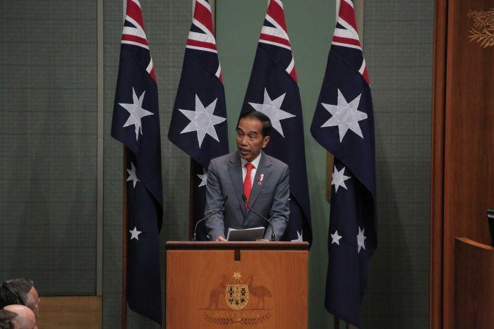 https: img.okezone.com content 2020 02 10 18 2166077 presiden-jokowi-berpidato-di-parlemen-australia-dengan-bahasa-indonesia-Q2GQxFwuu4.jpg