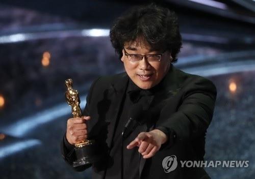 https: img.okezone.com content 2020 02 10 206 2166131 bong-joon-ho-dan-firasat-kemenangannya-di-oscars-2020-r0GTWDvtMV.jpg