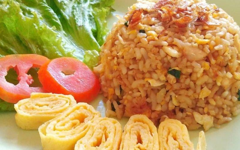 https: img.okezone.com content 2020 02 10 298 2165858 resep-sarapan-nasi-goreng-kampung-untuk-suami-tersayang-0JLNOew0SV.jpg