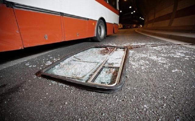 https: img.okezone.com content 2020 02 10 337 2165929 bus-dan-truk-terlibat-kecelakaan-di-km-121-tol-cipali-arah-jakarta-ifSPuwDbor.jpg