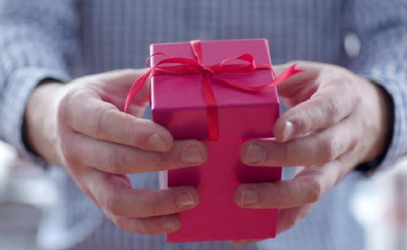 https: img.okezone.com content 2020 02 11 196 2166749 jelang-valentine-jangan-bingung-ini-pilihan-hadiah-untuk-kekasihmu-45oHxAUzXS.jpg