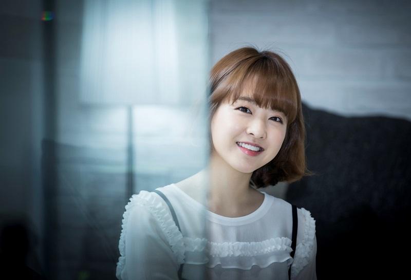 https: img.okezone.com content 2020 02 11 33 2166924 park-bo-young-resmi-teken-kontrak-baru-dengan-agensi-lee-byung-hun-CqmjiTNhF5.jpg