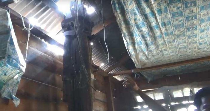 https: img.okezone.com content 2020 02 11 340 2166824 sejumlah-tiang-listrik-berdiri-di-dalam-rumah-warga-jambi-mulai-khawatir-xjSEW3y4T3.JPG