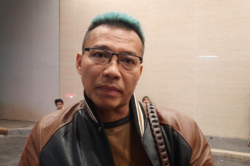 https: img.okezone.com content 2020 02 11 598 2166709 anang-hermansyah-komentari-minimnya-peserta-laki-laki-di-indonesian-idol-4HoE94t9nB.jpg