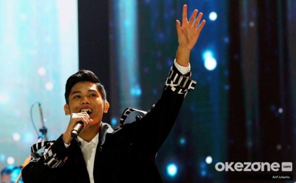 https: img.okezone.com content 2020 02 11 598 2166884 langkah-nuca-terhenti-di-indonesian-idol-anang-percaya-pilihan-masyarakat-vesIPAgmnI.jpg