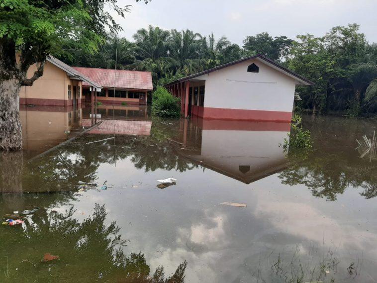 https: img.okezone.com content 2020 02 11 610 2166926 musi-rawas-dikepung-banjir-sejumlah-sekolah-diliburkan-KGWyeOZjKs.jpg