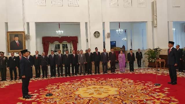 https: img.okezone.com content 2020 02 12 337 2167363 presiden-jokowi-resmi-lantik-laksamana-madya-aan-kurnia-jadi-kabakamla-72cUntwb17.jpg