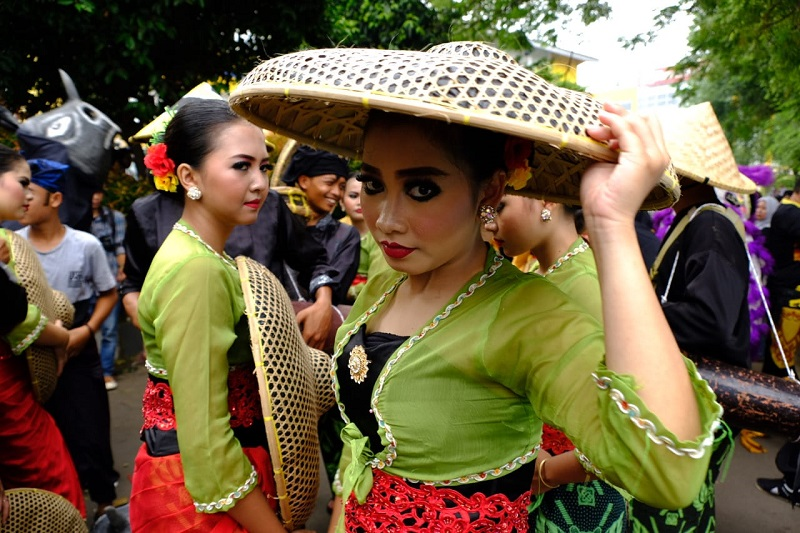 https: img.okezone.com content 2020 02 12 338 2167216 nikmati-tradisi-leluhur-dalam-seba-baduy-2020-tBwbU1Fsbo.jpg