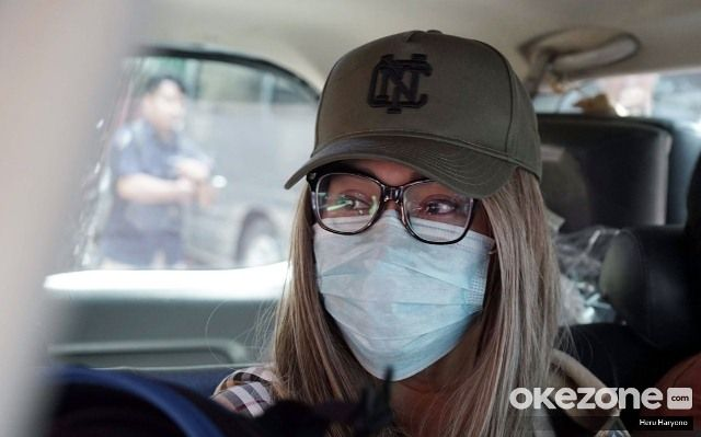https: img.okezone.com content 2020 02 13 338 2167922 lucinta-luna-akhirnya-ditahan-di-sel-perempuan-ly9oCTBw3t.jpg