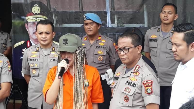 https: img.okezone.com content 2020 02 13 338 2168026 lucinta-luna-saya-ayluna-putri-minta-maaf-ke-masyarakat-indonesia-rwZEjxD5uF.jpg