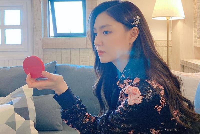 https: img.okezone.com content 2020 02 13 598 2168071 seo-ji-hye-resmi-dampingi-song-seung-heon-di-shall-we-eat-dinner-together-acGkFJ7wIK.jpg