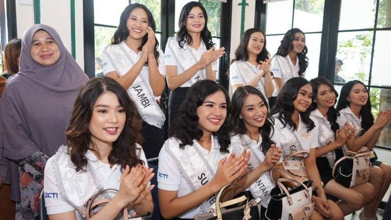 https: img.okezone.com content 2020 02 13 611 2167711 karantina-miss-indonesia-hari-ke-5-34-finalis-main-ke-panti-asuhan-anak-berkebutuhan-khusus-5x0rlNf5n8.jpg