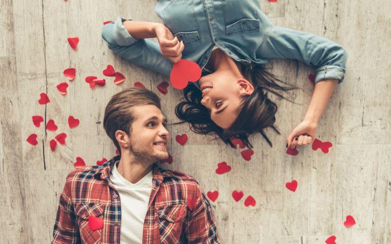 https: img.okezone.com content 2020 02 14 196 2168361 ucapan-hari-valentine-untuk-pacar-dan-sahabat-dijamin-hatinya-meleleh-MKveOTFsX3.jpg