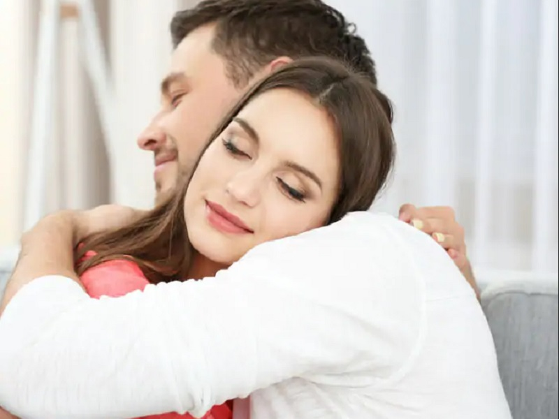 https: img.okezone.com content 2020 02 14 196 2168684 hari-valentine-manfaat-suami-istri-sering-berpelukan-yang-tak-sekadar-bukti-sayang-ulDRJvbOuF.jpg