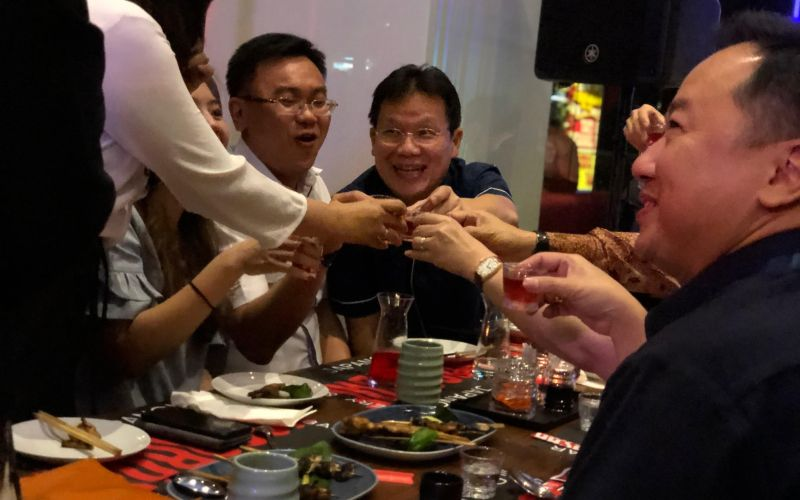 https: img.okezone.com content 2020 02 14 298 2168345 padukan-kultur-amerika-dan-jepang-restoran-wasabae-usung-konsep-japanese-fusion-6w7sEn1Cpk.jpg