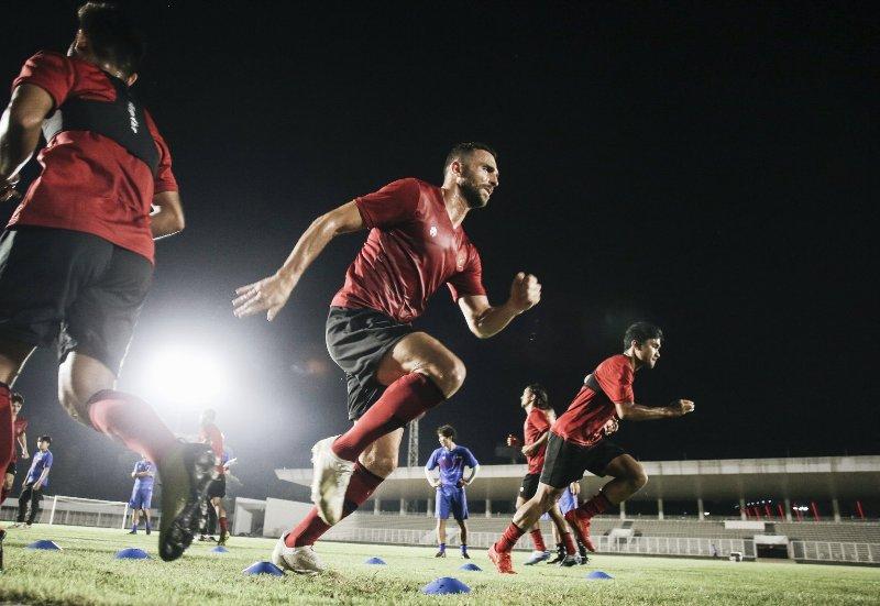 https: img.okezone.com content 2020 02 14 51 2168767 timnas-indonesia-gelar-latihan-perdana-di-stadion-madya-Fr1fgSvbY3.jpg