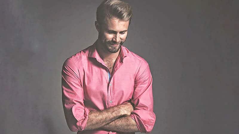 https: img.okezone.com content 2020 02 16 194 2169209 valentine-trik-padu-padan-baju-pink-untuk-pria-biar-tetap-keren-CW4L5U9WGv.jpg