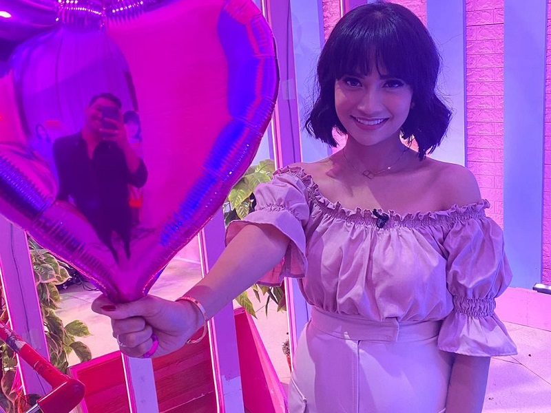 https: img.okezone.com content 2020 02 17 194 2169502 rayakan-valentine-vanessa-angel-tampil-gemas-pamer-baby-bump-g2QKm9fVba.jpg