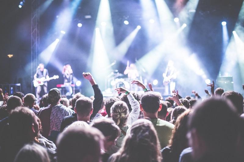 https: img.okezone.com content 2020 02 17 205 2169574 tips-nyaman-menonton-konser-musik-6mJGZOGdAs.jpg