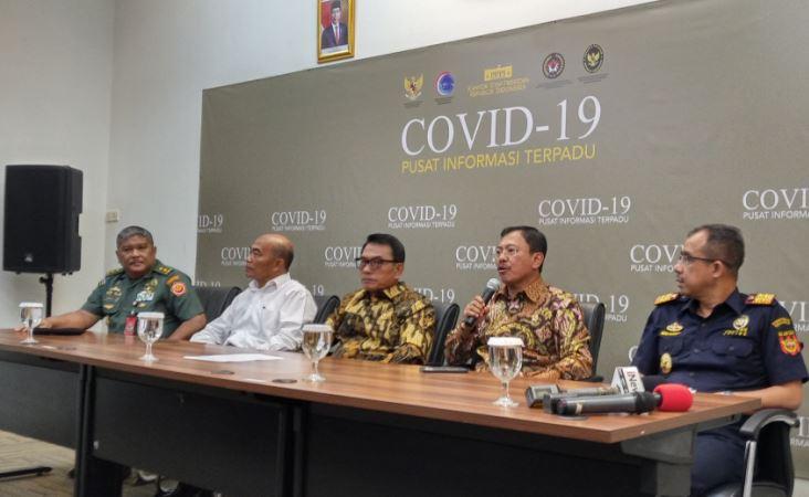 https: img.okezone.com content 2020 02 17 337 2169618 cegah-virus-korona-menkes-pastikan-penjagaan-di-pintu-masuk-indonesia-tetap-dilakukan-7TDRSnespL.JPG