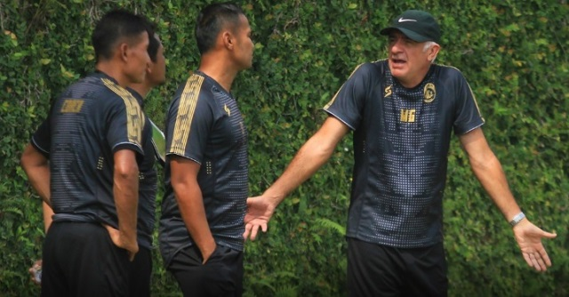 Beban Tambahan Tim Pelatih Arema Jalani Laga Tanpa