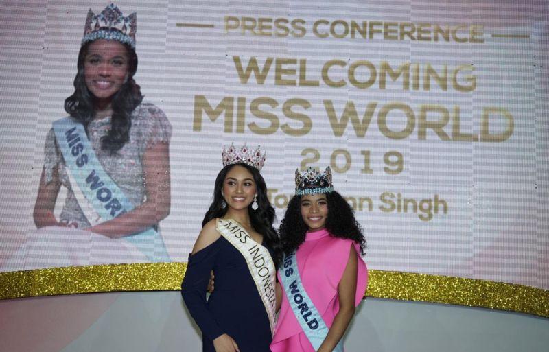 https: img.okezone.com content 2020 02 18 194 2170536 miss-world-2019-toni-ann-singh-berbagi-inspirasi-untuk-finalis-miss-indonesia-2020-iI9kyXsNyG.jpg