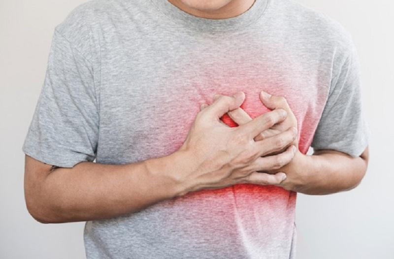 https: img.okezone.com content 2020 02 18 481 2170110 ashraf-sinclair-meninggal-kenali-8-gejala-serangan-jantung-yang-mungkin-muncul-1-bulan-sebelumnya-TtiEfsVtrY.jpg