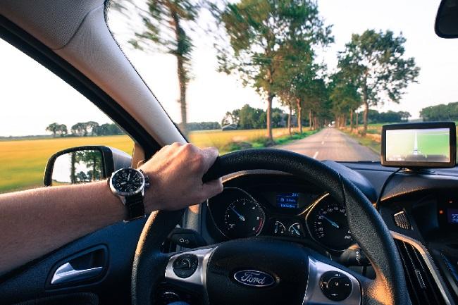 https: img.okezone.com content 2020 02 18 87 2170397 tips-menghemat-bahan-bakar-saat-mengendarai-mobil-SXDc5Dxpla.jpg