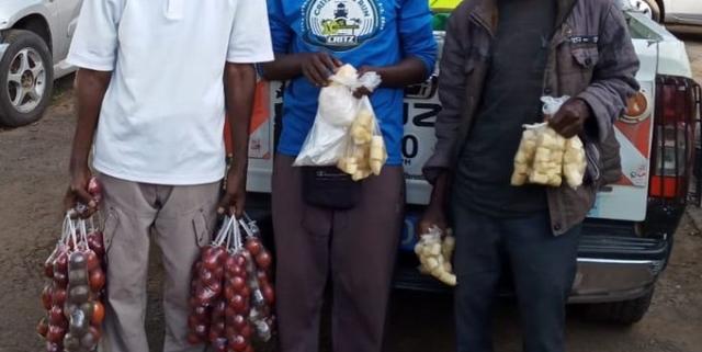 https: img.okezone.com content 2020 02 19 18 2171052 3-pedagang-buah-di-kenya-ditangkap-karena-gunakan-kantong-plastik-YPPl92JSkk.jpg