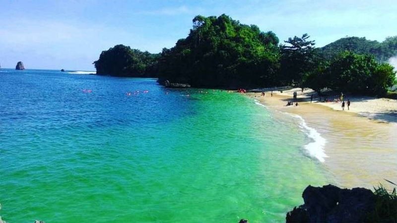 https: img.okezone.com content 2020 02 19 406 2170769 jadi-tempat-liburan-asyik-aurel-hermansyah-ini-tips-ke-pantai-tiga-warna-96JUNz5KAy.jpg