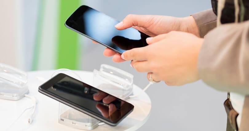 https: img.okezone.com content 2020 02 19 57 2170670 ingin-membeli-ponsel-bekas-perhatikan-tips-berikut-ini-AsfhVVtkJJ.jpg