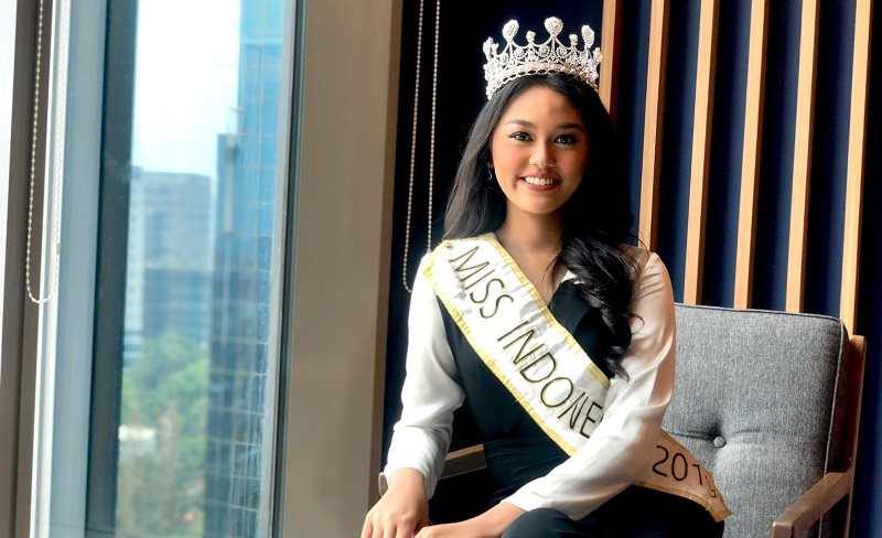 https: img.okezone.com content 2020 02 19 611 2171164 jelang-lepas-mahkota-miss-indonesia-princess-megonondo-berharap-bisa-2-periode-epkelIu0aB.jpg