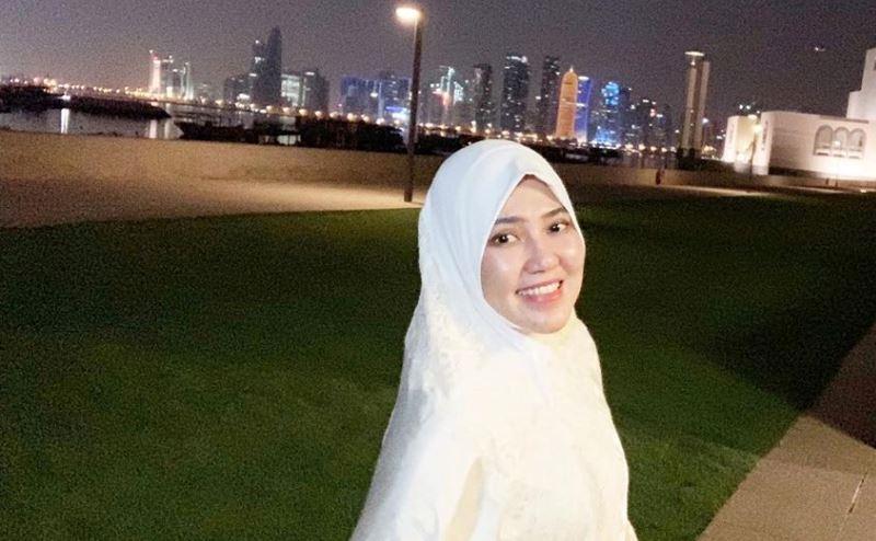 https: img.okezone.com content 2020 02 19 617 2170766 3-potret-cantik-via-vallen-saat-pakai-hijab-p1ZnvcZtKb.jpg