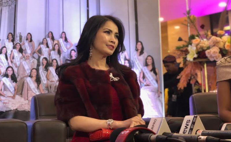 https: img.okezone.com content 2020 02 20 194 2171742 kenakan-gaun-merah-liliana-tanoesoedibjo-tampil-elegan-di-red-carpet-miss-indonesia-2020-F20ahQAgJf.jpg