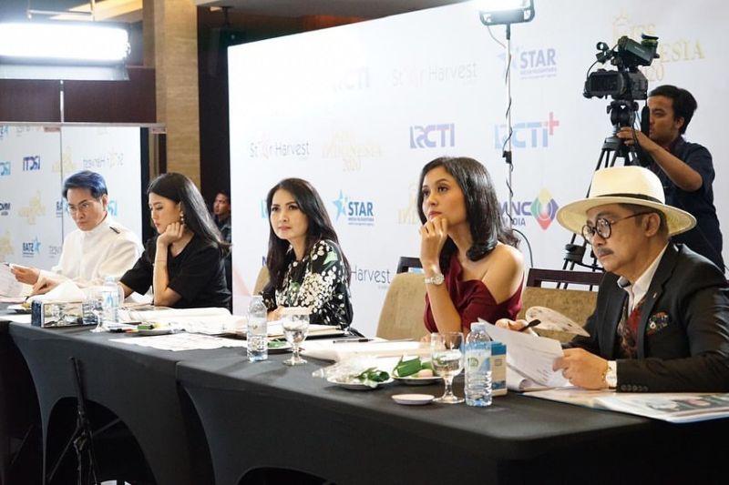 https: img.okezone.com content 2020 02 20 194 2171752 inilah-5-panelis-juri-miss-indonesia-2020-4o9eBT9WbX.jpg
